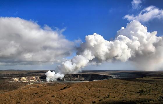 ペレが住むというハワイ島南部のキラウエア火山の火口