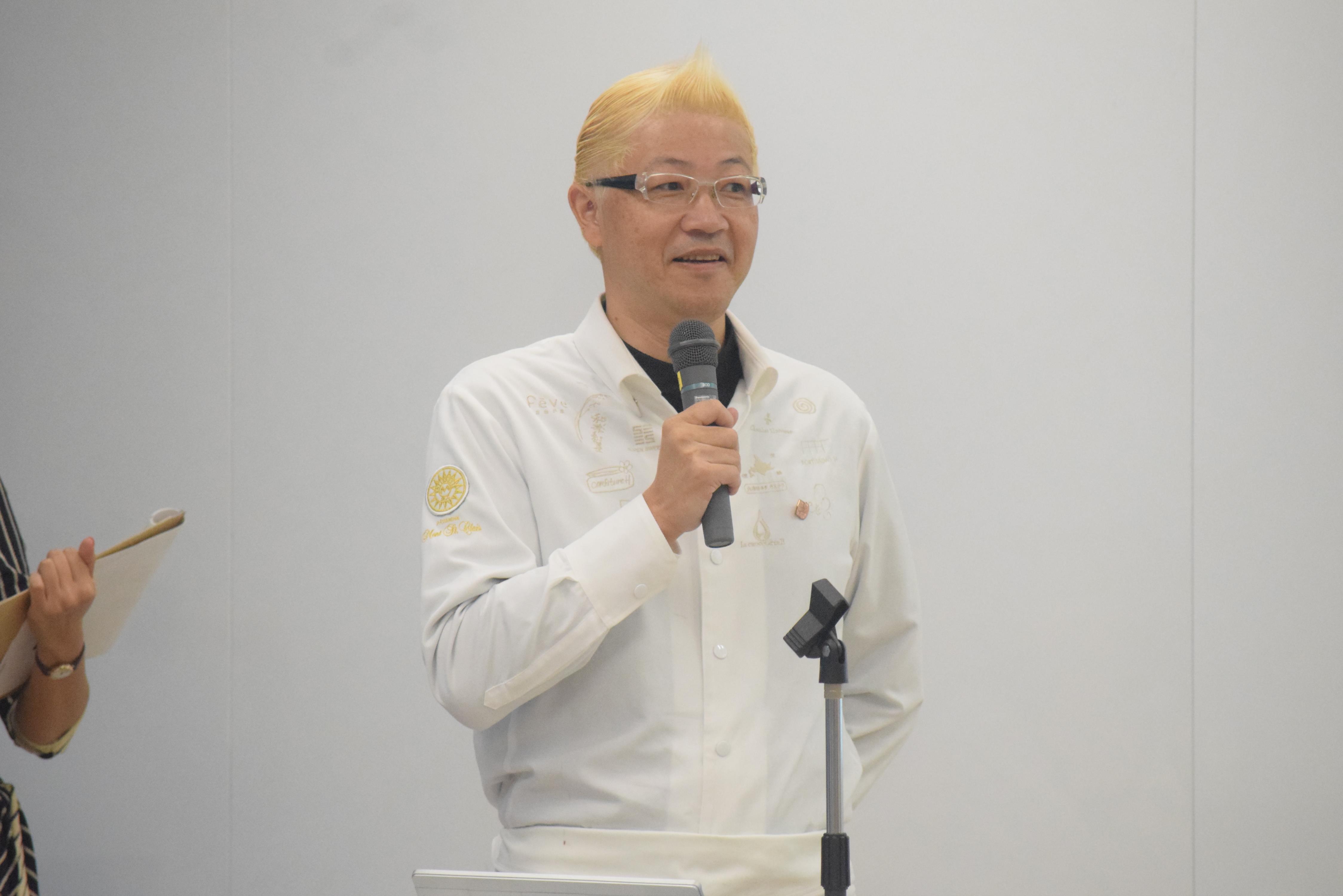 審査委員長の辻口博啓さん